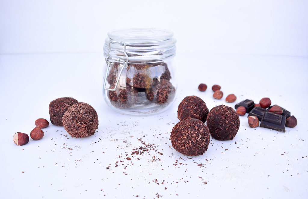 DIY GIFTS | Raw Chocolate Truffles