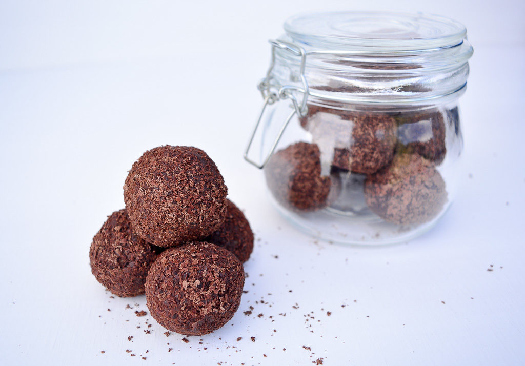 DIY GIFTS   Raw Chocolate Truffles