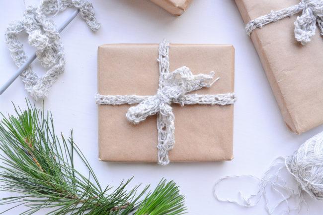 DIY GIFT | Crochet Gift Wrap Ribbon - Threadbare Cloak